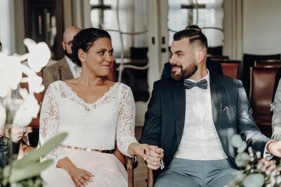 lachendes Brautpaar – gesehen bei frauimmer-herrewig.de