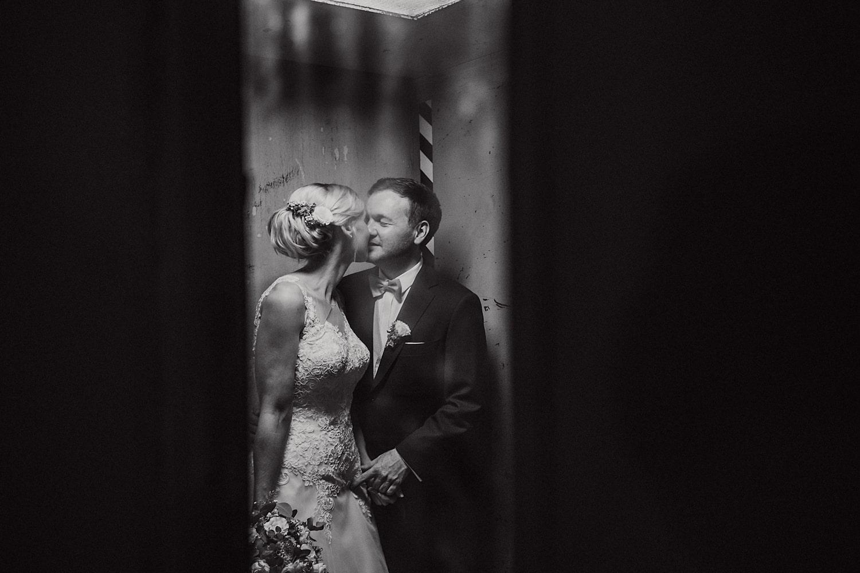 Hochzeitsfotoshooting im Dunkeln – gesehen bei frauimmer-herrewig.de
