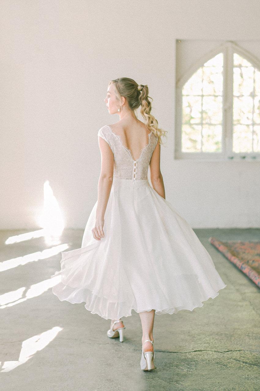 kurzes Hochzeitskleid mit Chiffonrock – gesehen bei frauimmer-herrewig.de