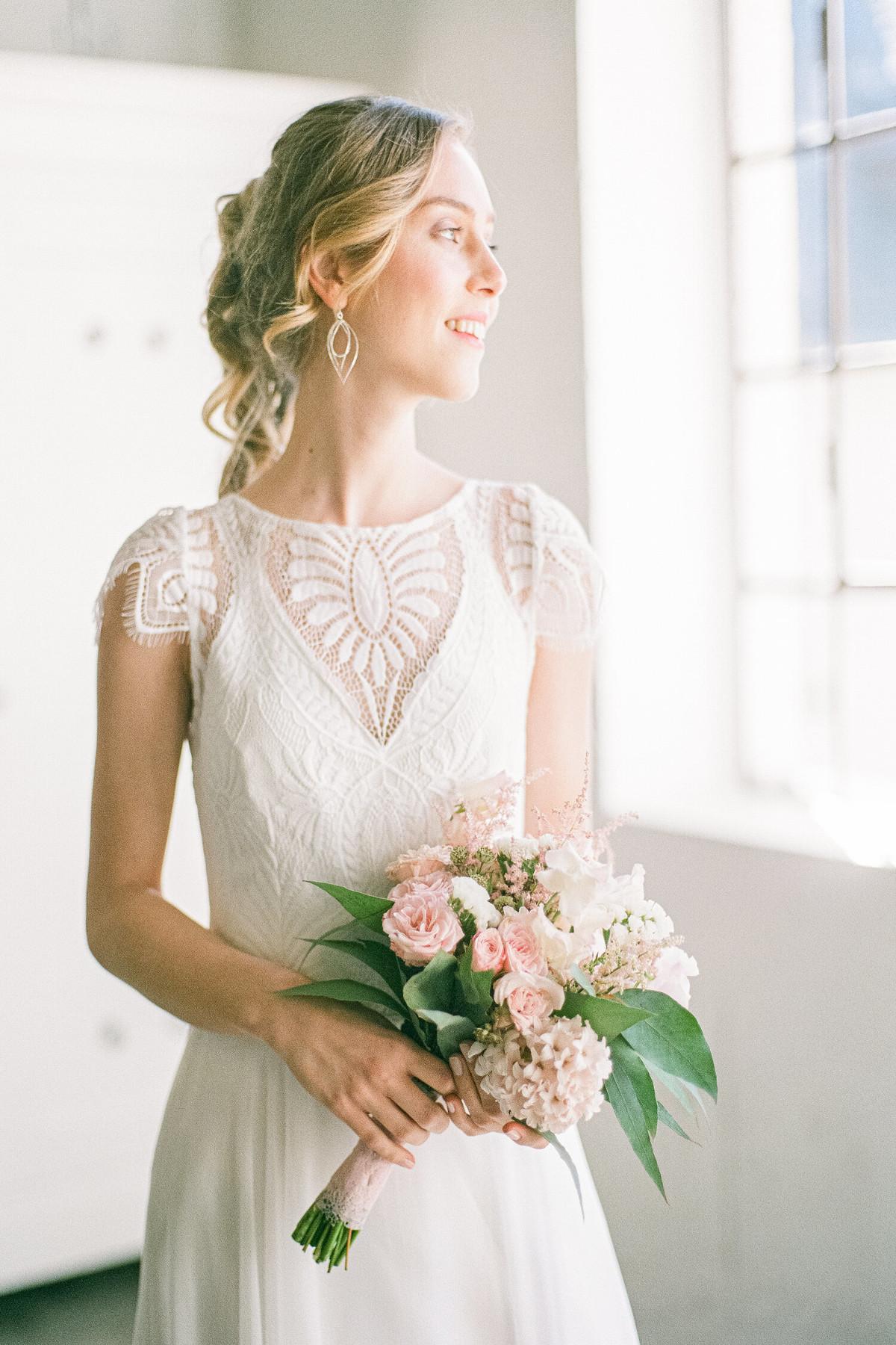 schlichtes Brautkleid von vorne – gesehen bei frauimmer-herrewig.de