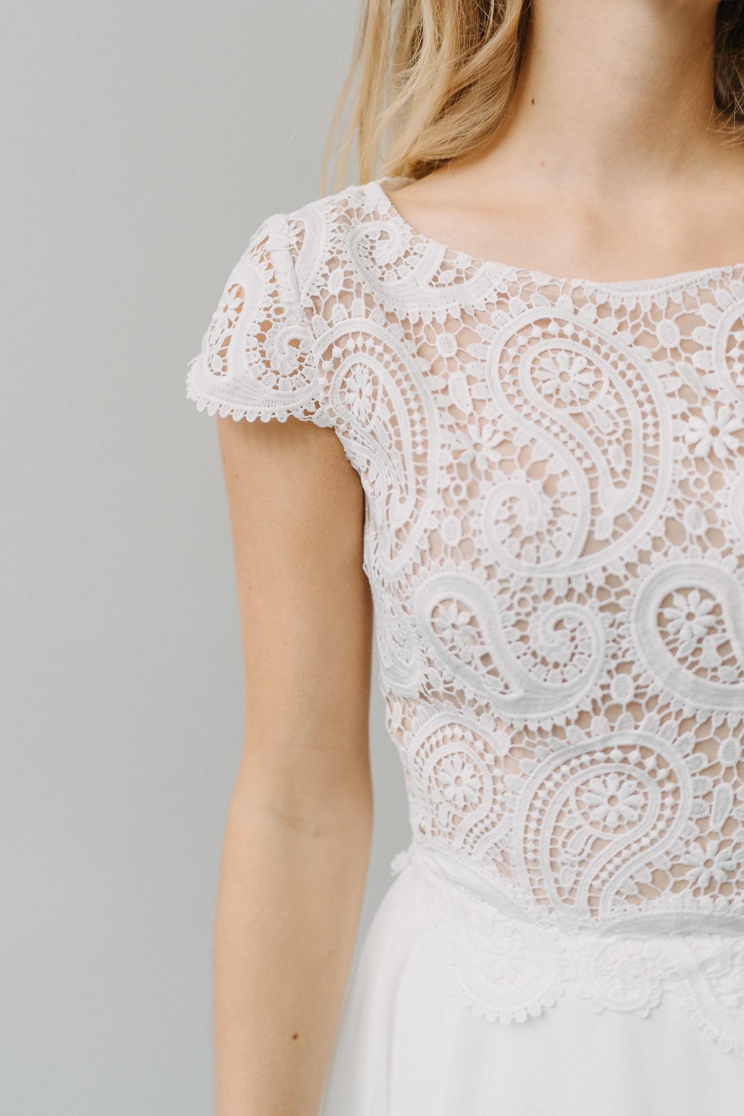 Hochzeitskleid mit Oberteil aus Spitze – gesehen bei frauimmer-herrewig.de
