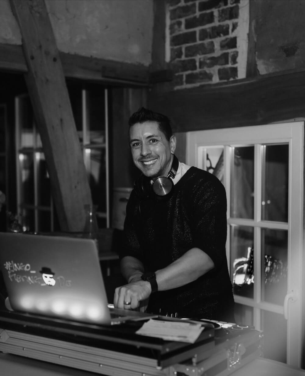 DJ Ingo Fieting in Aktion – gesehen bei frauimmer-herrewig.de