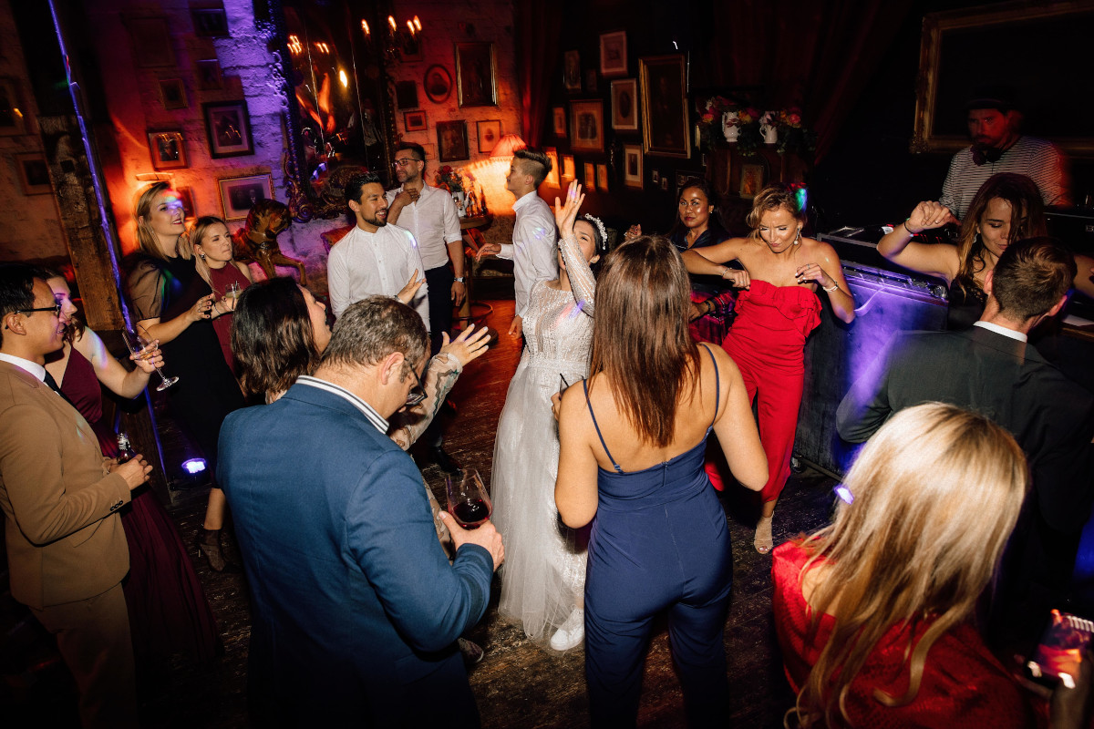 Party auf Hochzeitsfeier mit DJ – gesehen bei frauimmer-herrewig.de
