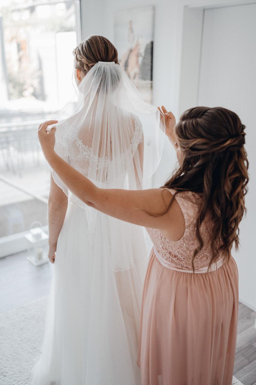Brautkleid mit Schleier – gesehen bei frauimmer-herrewig.de