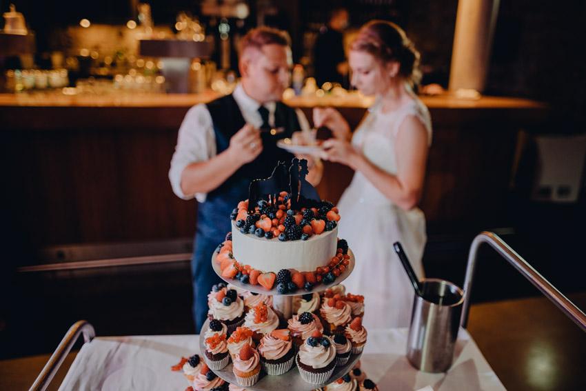 Hochzeitstorte und Cupcakes – gesehen bei frauimmer-herrewig.de