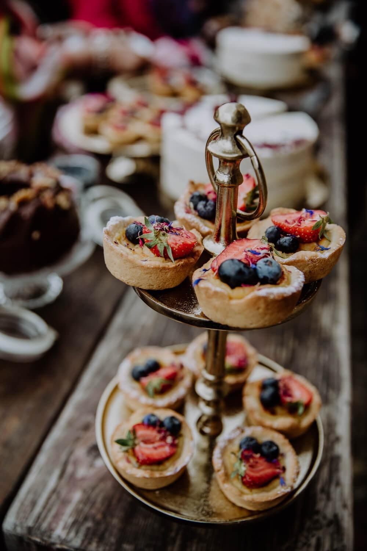 Kuchenbuffet Hochzeit – gesehen bei frauimmer-herrewig.de