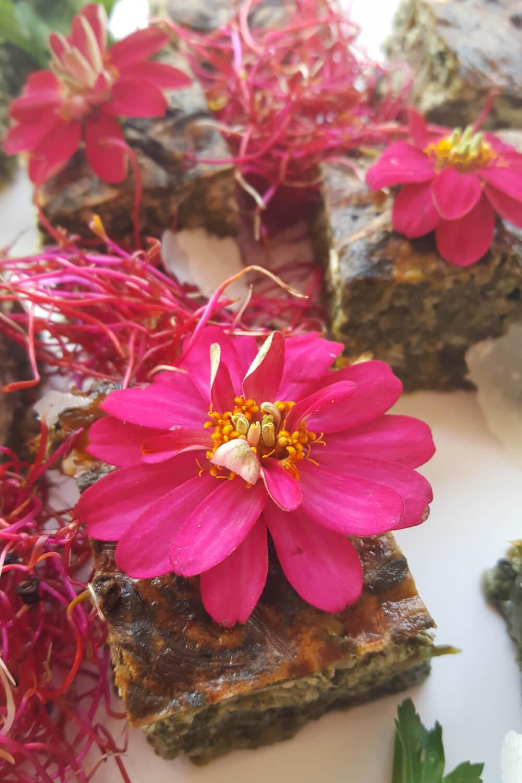Häppchen mit Blumenverzierung – gesehen bei frauimmer-herrewig.de