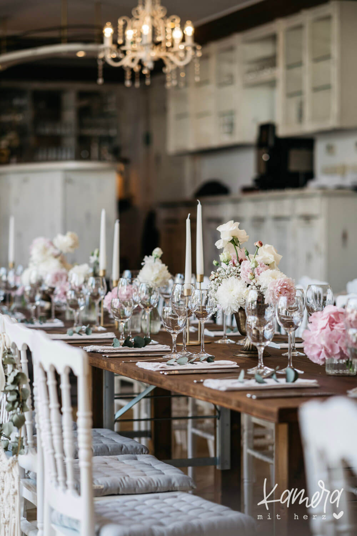 Hochzeitstafel Shabby Chic – gesehen bei frauimmer-herrewig.de