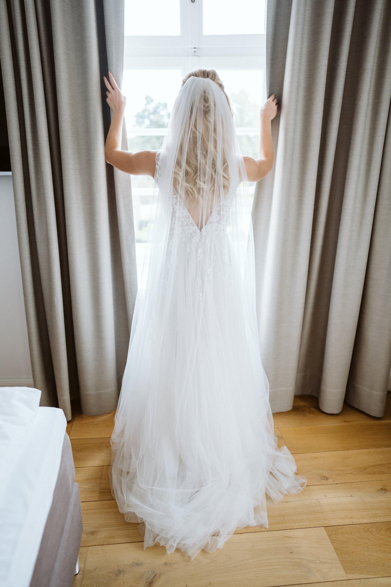 Vorbereitungen der Braut bei der Hochzeit – gesehen bei frauimmer-herrewig.de