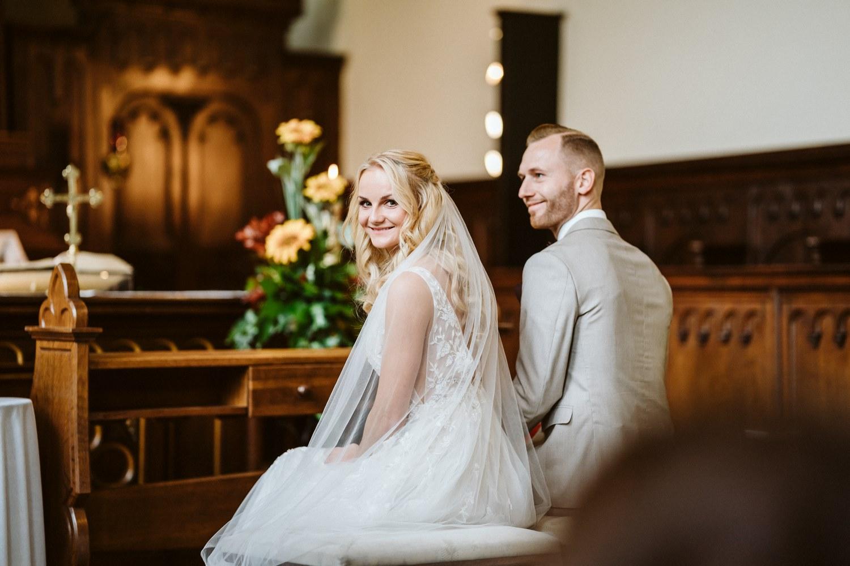 Brautpaar vor dem Altar – gesehen bei frauimmer-herrewig.de