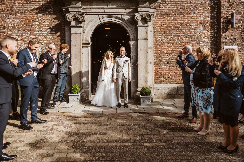 Auszug des Brautpaars aus der Kirche – gesehen bei frauimmer-herrewig.de