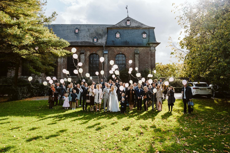 Luftballons steigen lassen auf der Hochzeit – gesehen bei frauimmer-herrewig.de