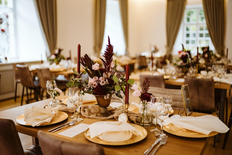 Tischdekoration für die Hochzeit – gesehen bei frauimmer-herrewig.de