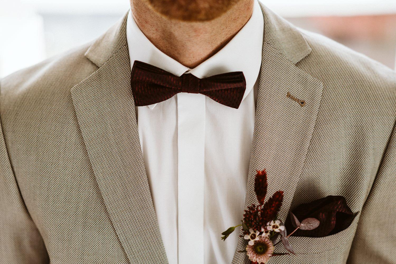 Vorbereitungen des Bräutigams bei der Hochzeit – gesehen bei frauimmer-herrewig.de