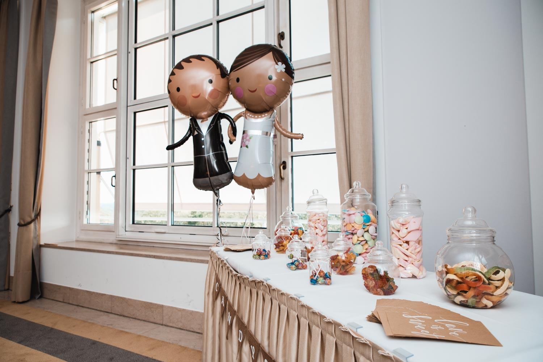 Süßigkeitentisch für die Hochzeit – gesehen bei frauimmer-herrewig.de