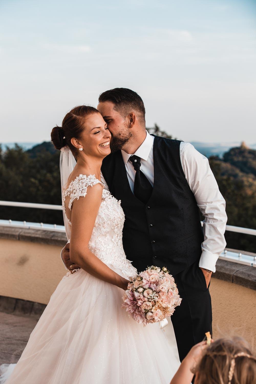 Hochzeitsfotoshooting mit Rheinblick – gesehen bei frauimmer-herrewig.de