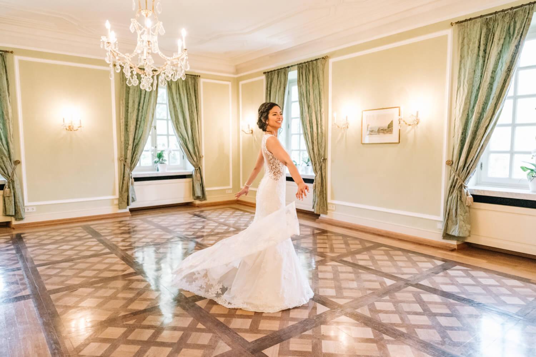 Braut im Salon – gesehen bei frauimmer-herrewig.de