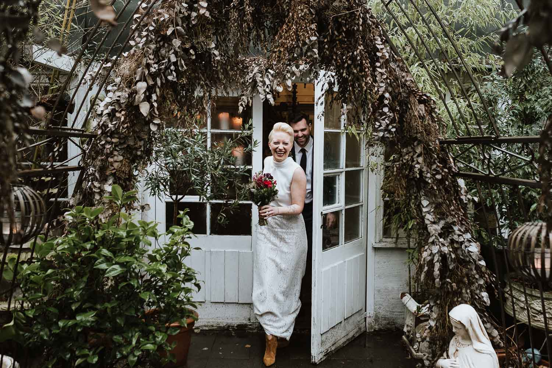 Heiraten in verwunschener Brocanterie – gesehen bei frauimmer-herrewig.de