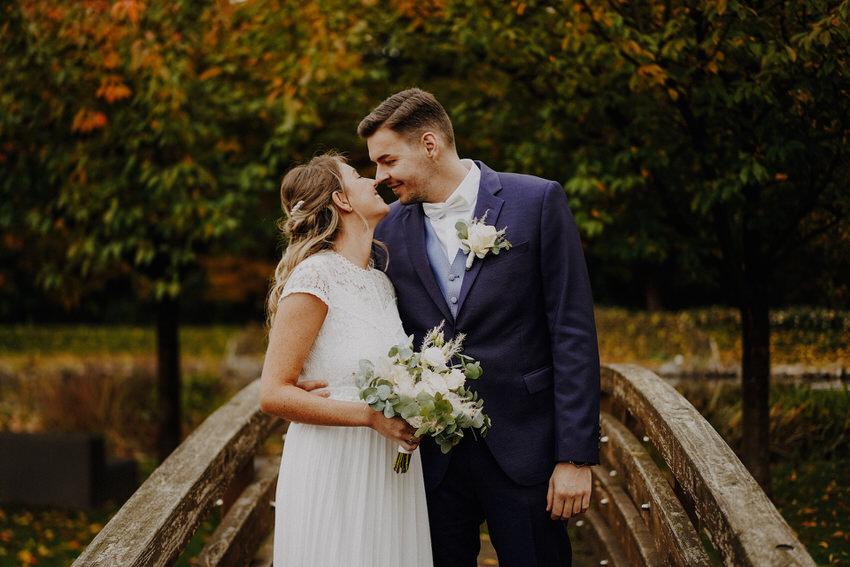 Brautpaar auf Brücke – gesehen bei frauimmer-herrewig.de