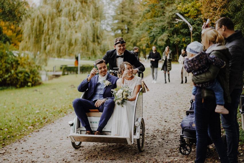 Empfang des Brautpaars im Park – gesehen bei frauimmer-herrewig.de