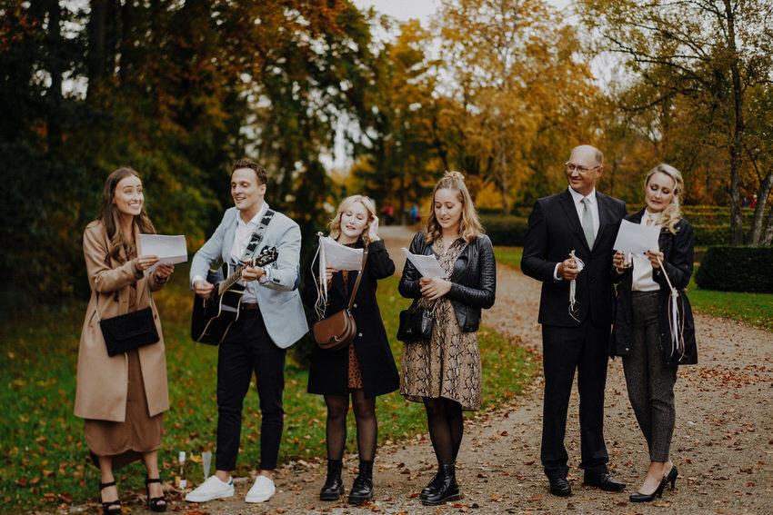Musikalischer Empfang des Brautpaars – gesehen bei frauimmer-herrewig.de