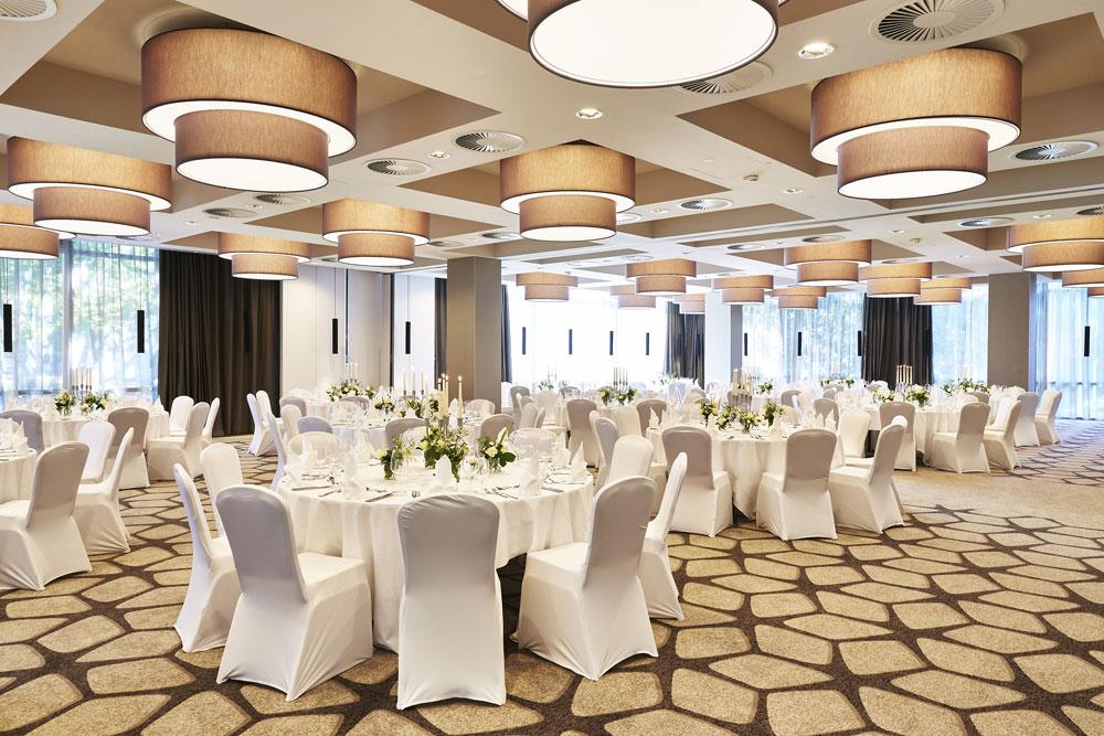 Festsaal für eure Hochzeit in Köln im Steigenberger Hotel Köln – gesehen bei frauimmer-herrewig.de