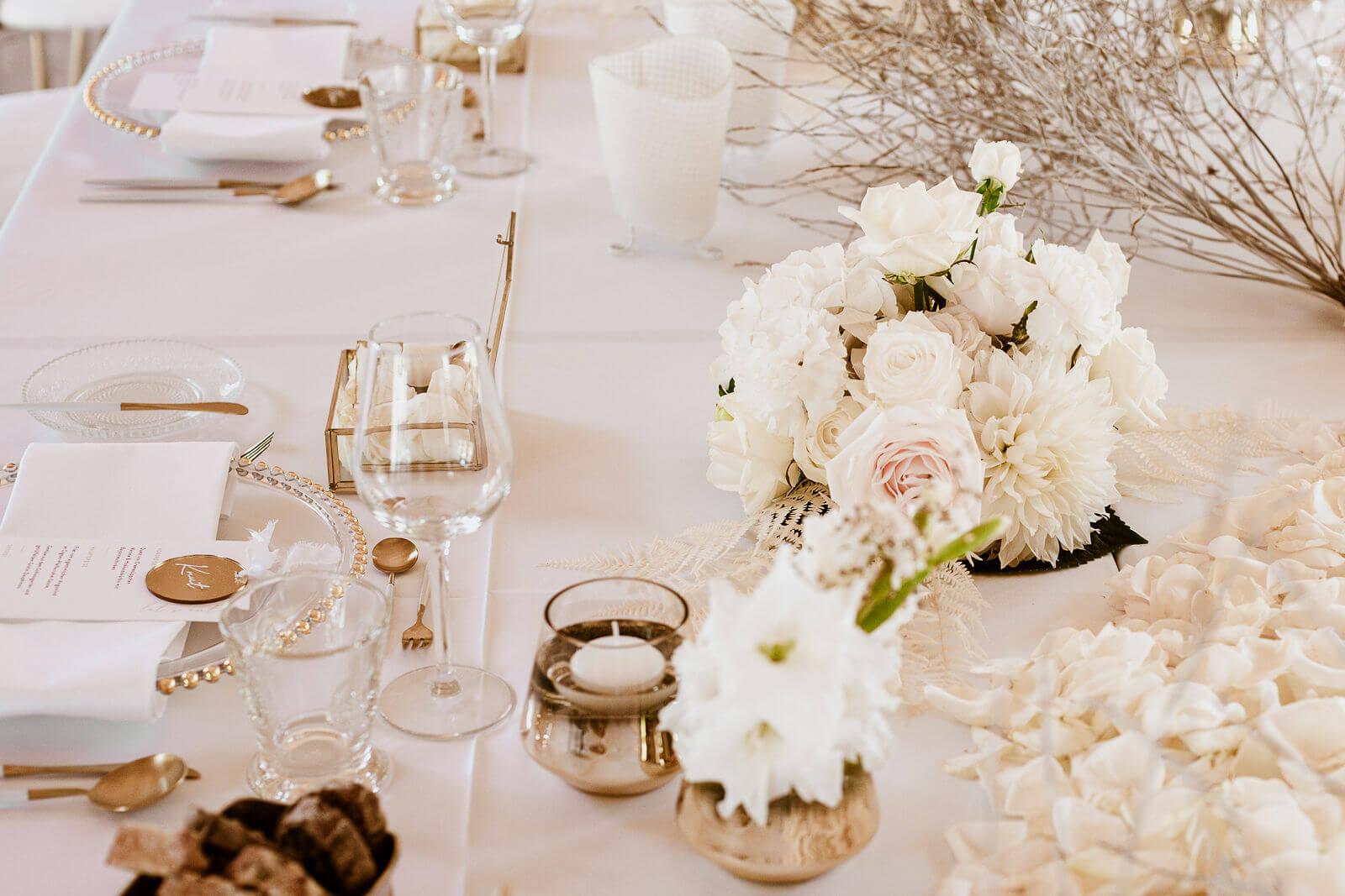 Elegante Tischdeko Hochzeit – gesehen bei frauimmer-herrewig.de