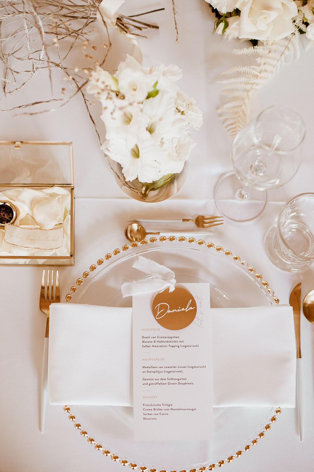 Table Setting white-gold – gesehen bei frauimmer-herrewig.de