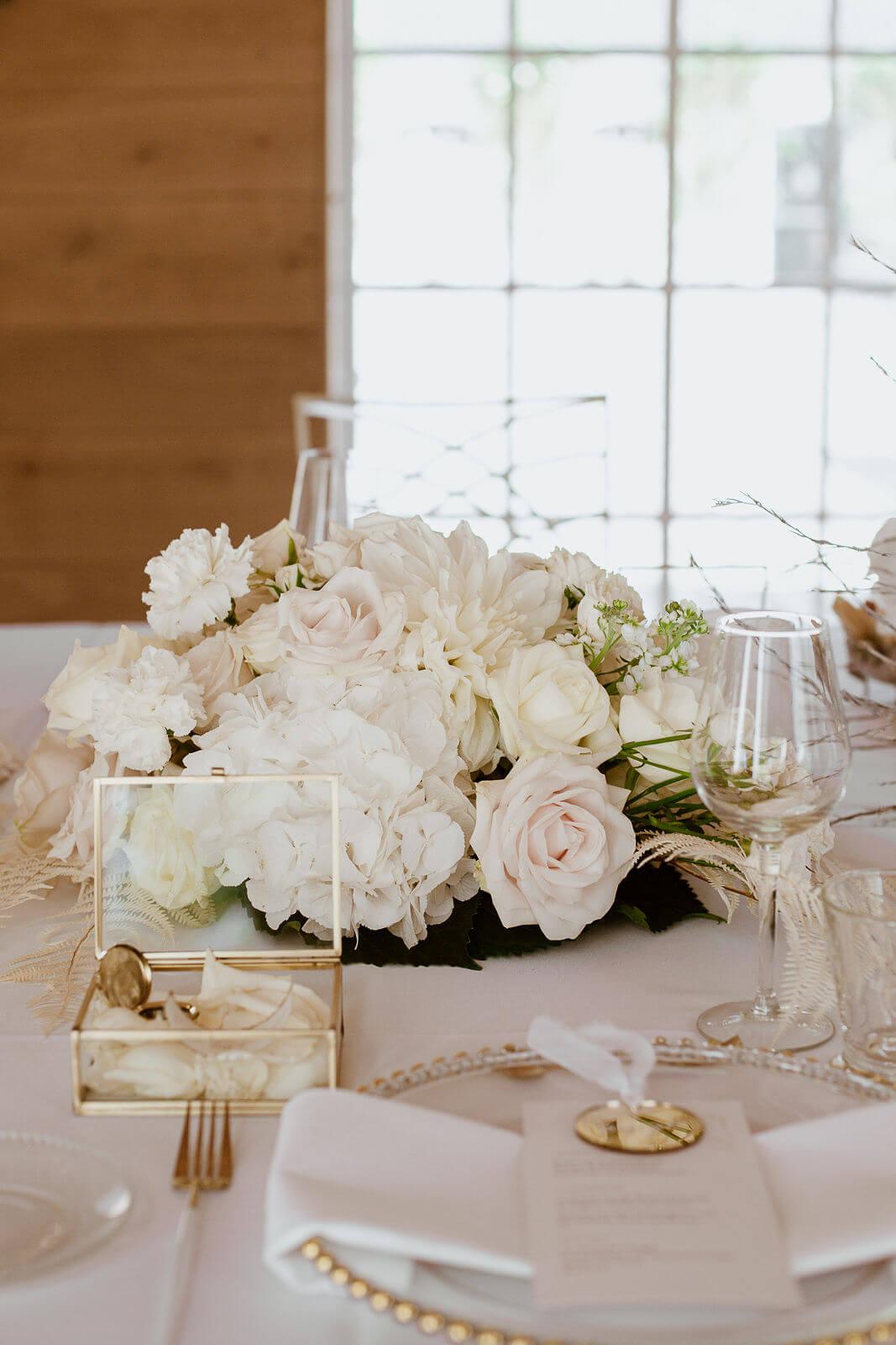 Rosenbouquet Hochzeitstisch – gesehen bei frauimmer-herrewig.de