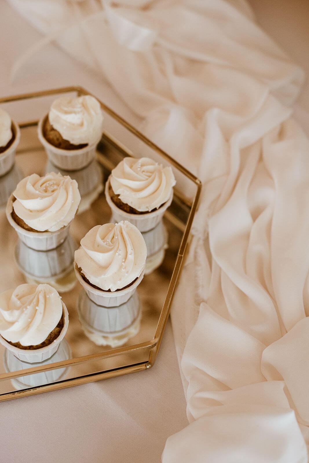 Cupcakes mit weißer Haube – gesehen bei frauimmer-herrewig.de