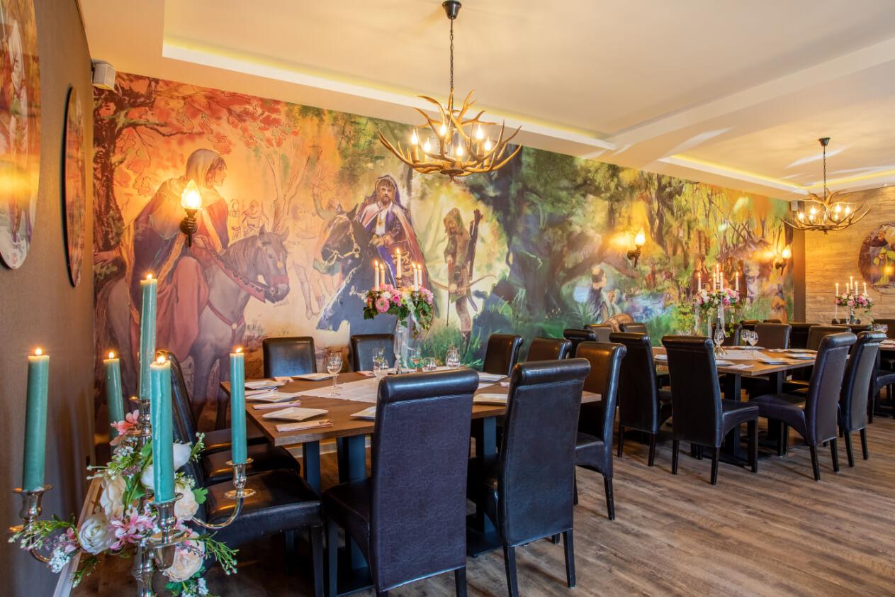 Robin Hood Speisesaal mit Wandbemalung – gesehen bei frauimmer-herrewig.de