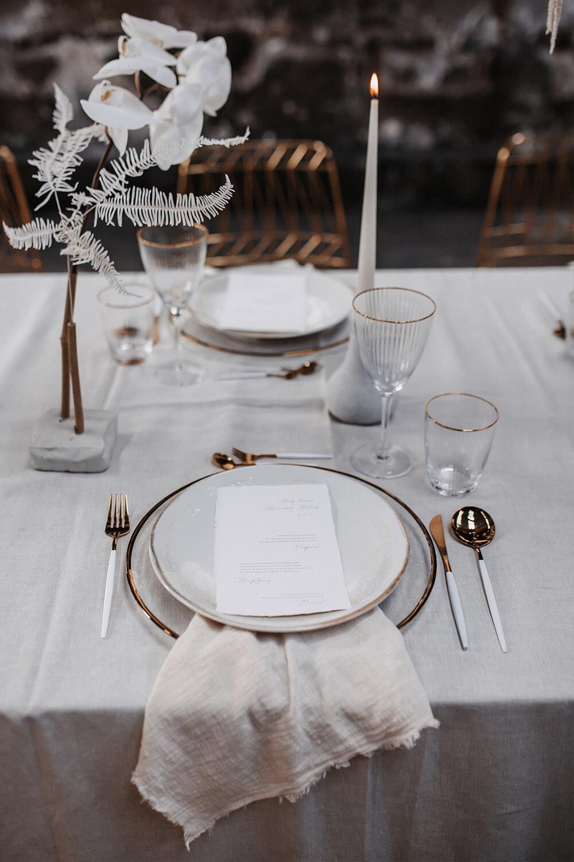 Geschirr und Besteck in weiß-gold – gesehen bei frauimmer-herrewig.de