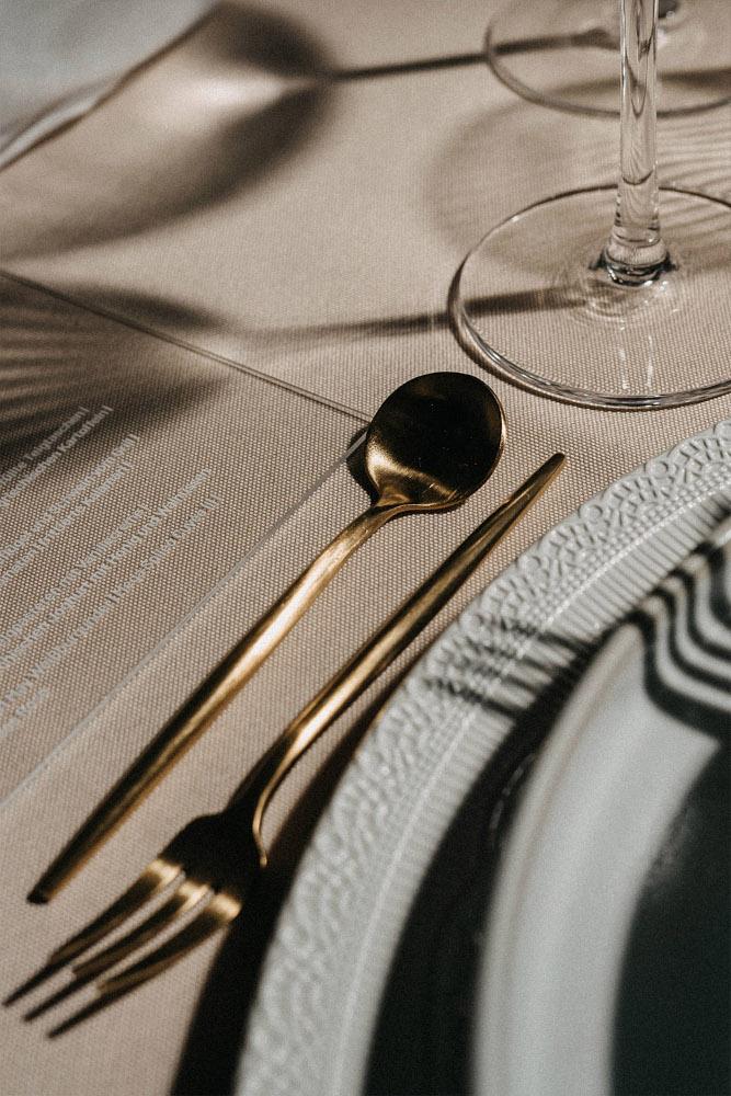 Goldenes Besteck matt – gesehen bei frauimmer-herrewig.de