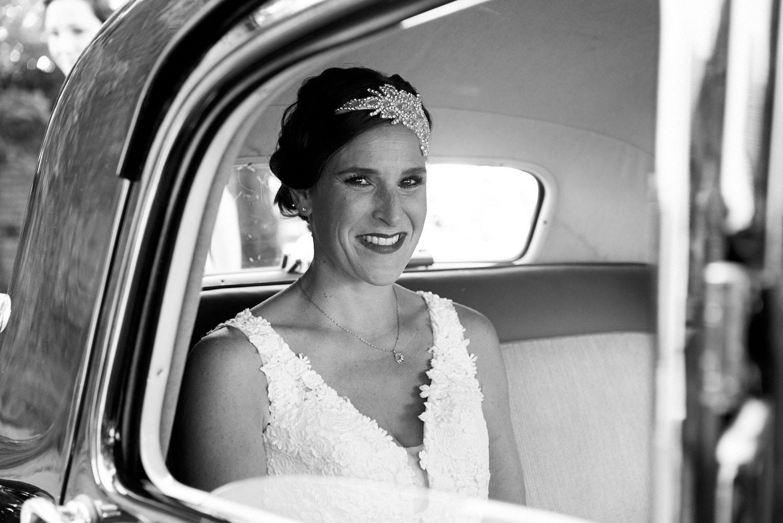 Braut in Oldtimer – gesehen bei frauimmer-herrewig.de