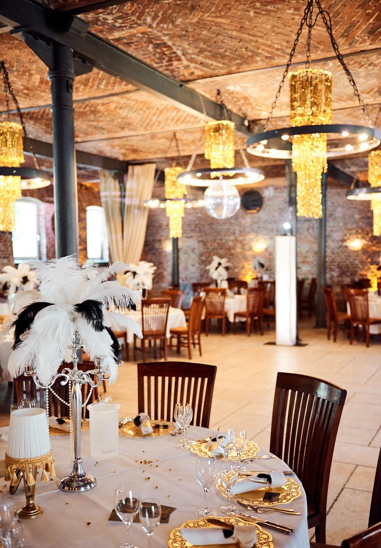 Tischdekoration für die 20er-Jahre-Hochzeit – gesehen bei frauimmer-herrewig.de