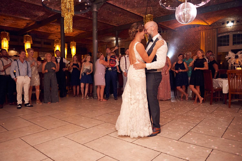 Hochzeitstanz auf Tanzfläche – gesehen bei frauimmer-herrewig.de