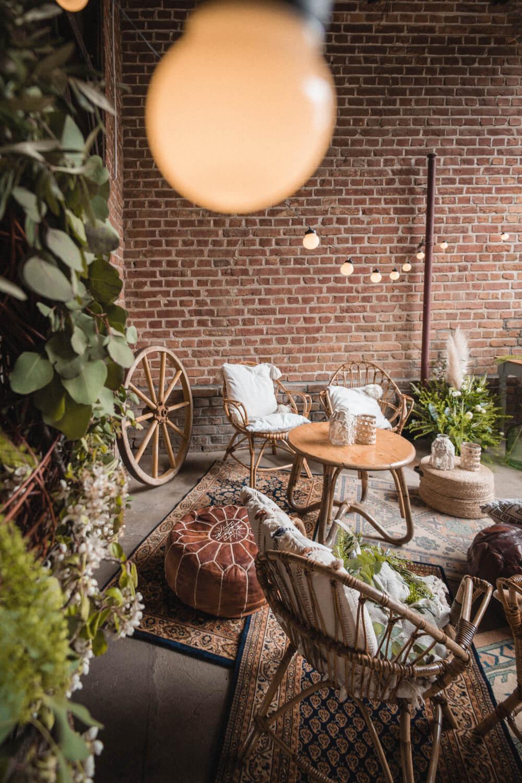 Boho Lounge Hochzeitsfeier in der Scheune – gesehen bei frauimmer-herrewig.de