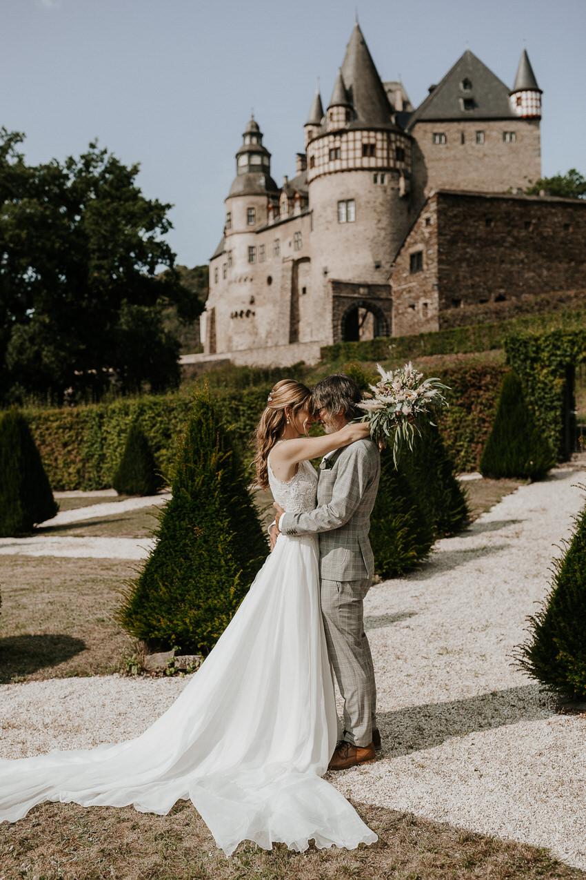 Charininphoto Hochzeitsreportage Bonn Koeln NRW Hochzeitsfotografin Schlo f Buerresheim Alten Muele Mayen Eifelhochzeit0011 – gesehen bei frauimmer-herrewig.de