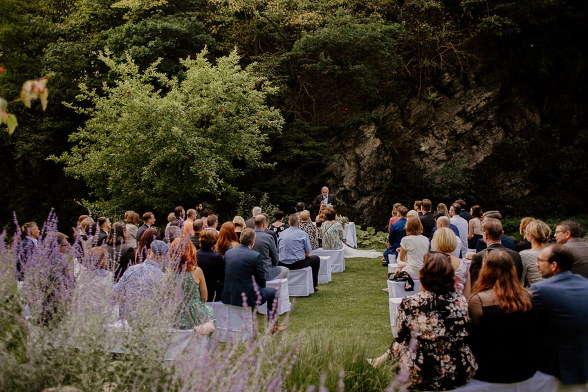 Charininphoto Hochzeitsreportage Bonn Koeln NRW Hochzeitsfotografin Schlo f Buerresheim Alten Muele Mayen Eifelhochzeit0024 – gesehen bei frauimmer-herrewig.de