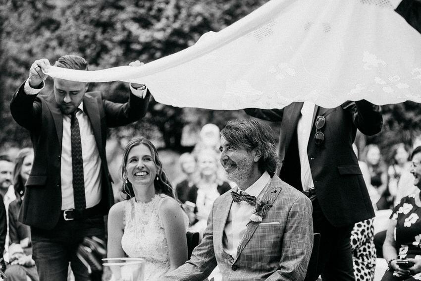 Charininphoto Hochzeitsreportage Bonn Koeln NRW Hochzeitsfotografin Schlo f Buerresheim Alten Muele Mayen Eifelhochzeit0025 – gesehen bei frauimmer-herrewig.de