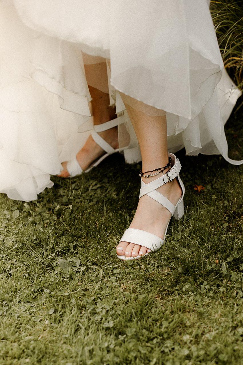 Charininphoto Hochzeitsreportage Bonn Koeln NRW Hochzeitsfotografin Schlo f Buerresheim Alten Muele Mayen Eifelhochzeit0045 – gesehen bei frauimmer-herrewig.de