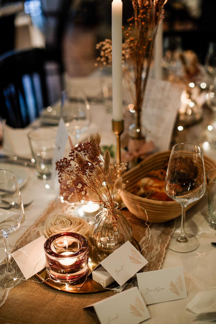 herbstliche Tischdekoration für die Hochzeit – gesehen bei frauimmer-herrewig.de