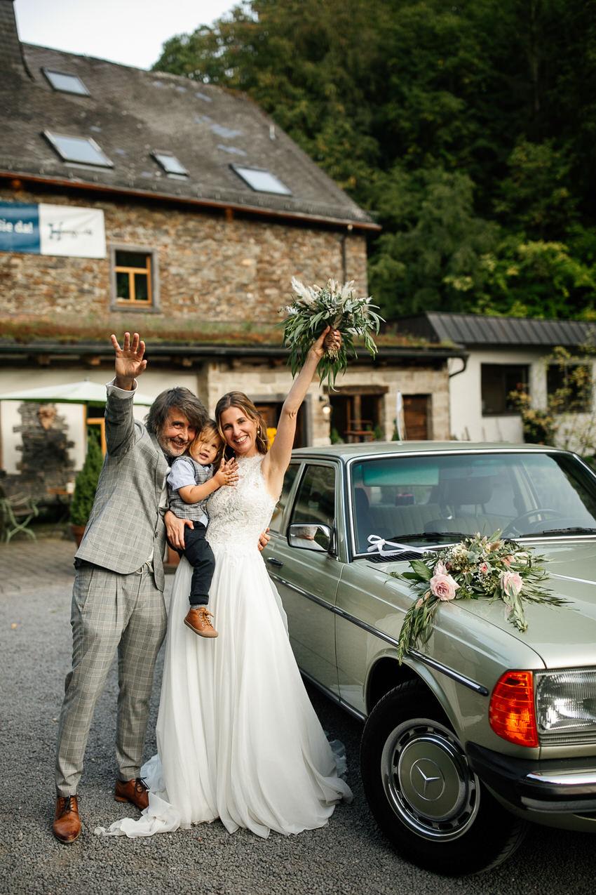 Charininphoto Hochzeitsreportage Bonn Koeln NRW Hochzeitsfotografin Schlo f Buerresheim Alten Muele Mayen Eifelhochzeit0063 – gesehen bei frauimmer-herrewig.de