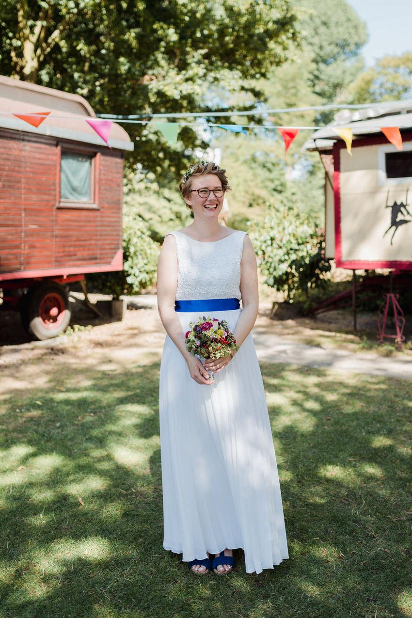 Braut mit langem Brautkleid – gesehen bei frauimmer-herrewig.de